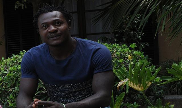 Ntouba Japhet,, al no poder mantener a su familia, optó por escapar de Camerún (foto: Lluis FGM)