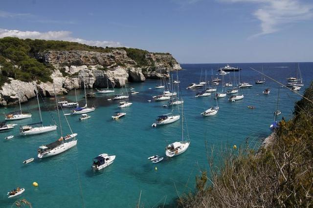 Una cala en Menorca durante el verano