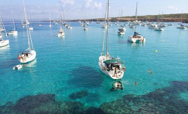 Los empresarios han criticada la `actividad ilegal´de casi 2.700 barcos