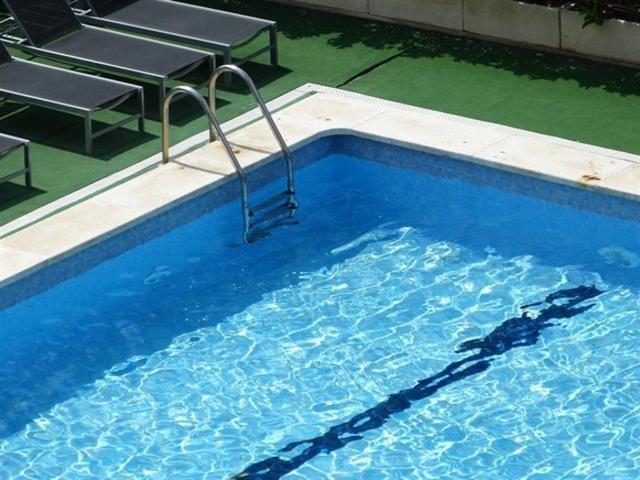 El bebé se ha precipitadoa la piscina (Foto: Arxivo)