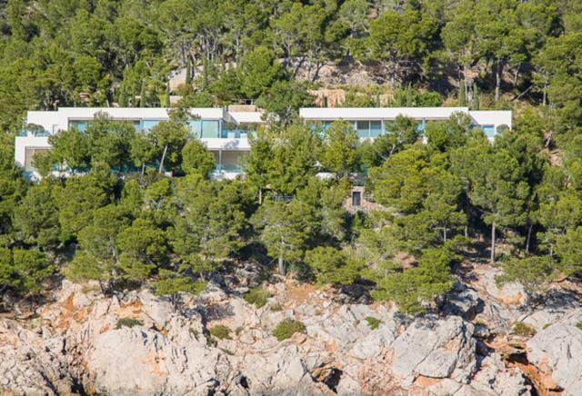 La mansión del empresario, cimentada en Formentor