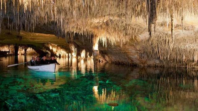 Un lugar muy especial con impresionantes formaciones que han necesitado miles de años para crearse (Foto: Cuevas del Drach)