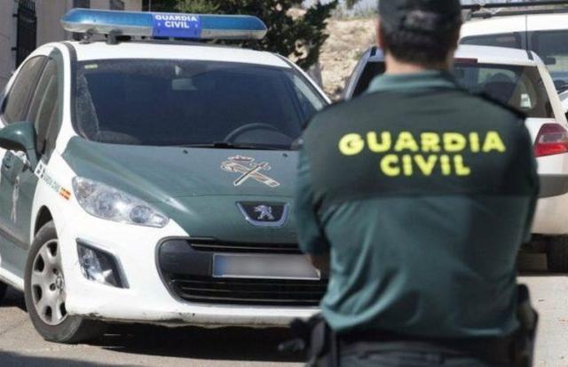 Tras una persecución, la Guardia Civil consiguió interceptar y detener el vehículo (Foto: Archivo)