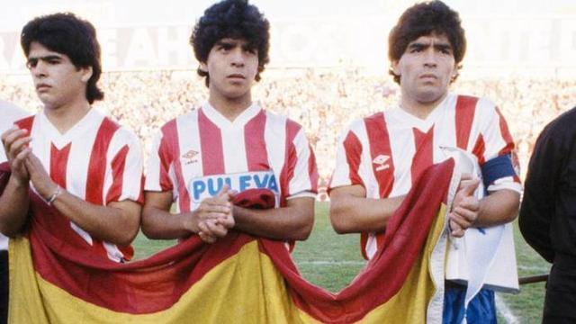Diego Maradona junto a sus hermanos la tarde en la que se vistió de nazarí