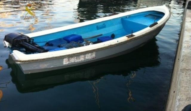 La Guardia Civil busca a otros dos migrantes que iban bordo de la patera