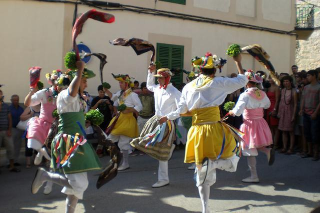 El pasado 26 de julio el pleno del Consell de Mallorca declaró de manera unánime el baile de los cossiers de Montuïri Fiesta de Interés Cultural (FIC)