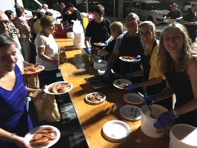 La cena empezó a servirse a las 21 horas (Foto: AJ. Manacor)