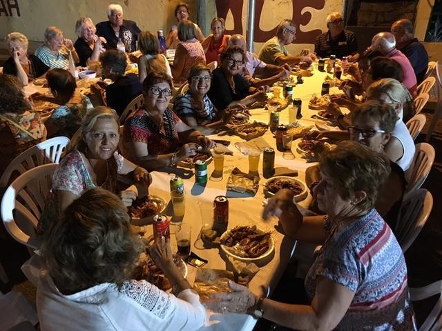 Silloters disfrutando del sopar a la fresca (Foto: AJ. Manacor)