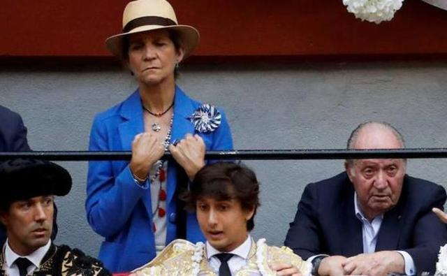 Don Juan Carlos acudió a la corrida de Enrique Ponce y Roca Rey