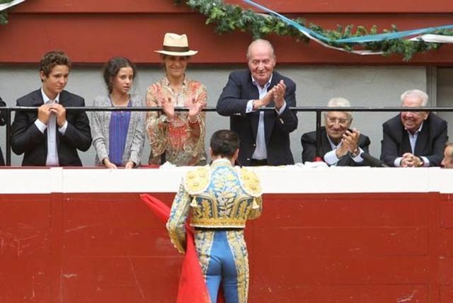 El torero de Chiva brindó un toro al monarca