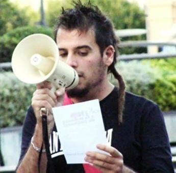 Luis Miguel Pérez en un acto de protesta contra el maltrato animal