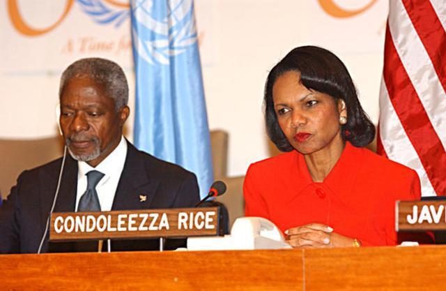Kofi Annan, al final de su mandato en la ONU, con la exsecretaria de Estado americana, Condoleezza Rice