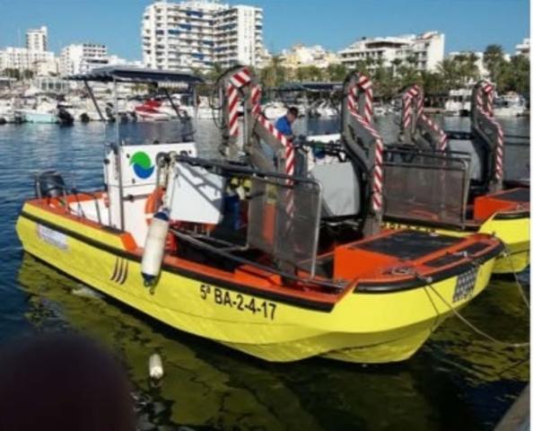 Más de 15 toneladas de basura han recogido los barcos del Govern en el litoral balear