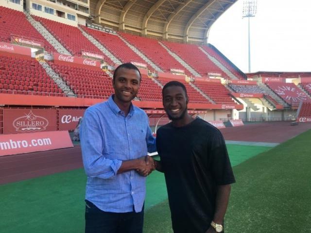 James, junto al CEO Maheta Molango, tras renovar el pasado junio por dos temporadas (Foto: RCDM)