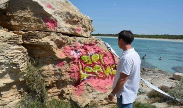 Pintadas realizadas en sa Punta Negra en Santanyí este verano (Foto: Ajuntamiento Santanyí)