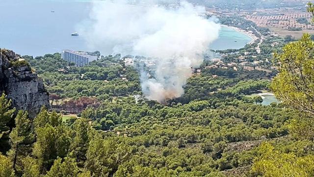 El humo se ha podido divisar desde diferentes puntos del municipio (Foto: Twitter IBANAT)