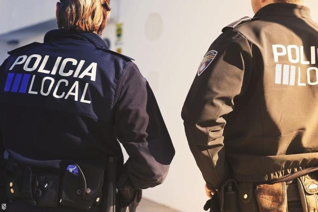 Agentes de la Policía Local de Palma se desplazaron hasta la vivienda tras recibir el aviso de alerta (Foto: Archivo)