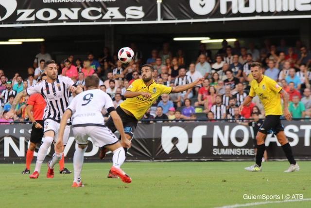 Chut de Acevedo antes del primer gol del Castellón (Twitter: @atleticbalears)