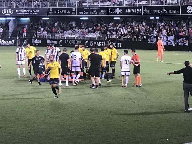 Se han vivido momentos de tensión, tras la colisión sufrida entre Regalón y Rovirola (Twitter @atleticbalears)