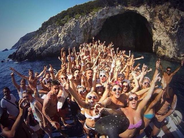 Este tipo de fiestas parece tener las horas contadas en Mallorca