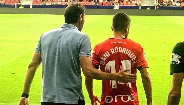 Momento del debut oficial de Dani Rodríguez (Foto: Twitter RCDM)