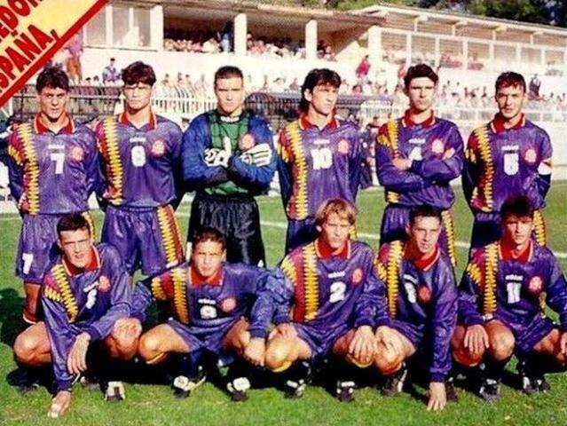 La selección española luciendo su tercera equipación en 1994