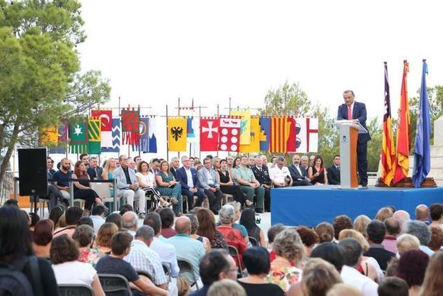 Las autoridades en el acto del desembarco del Rei en Jaume de este año (Foto: Twitter)