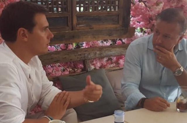 Joan Mesquida con el líder de Cs Albert Rivera en Menorca (Foto: Twitter)