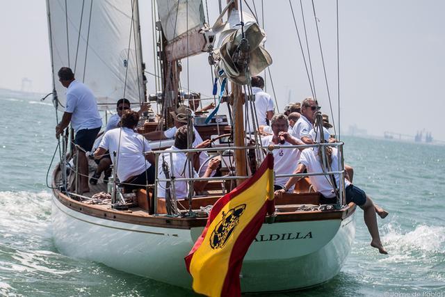 El 'Giraldilla', una 'yola' (velero de dos mástiles, el segundo situado a popa detrás de la rueda del timón) de 15,88 metros de eslora