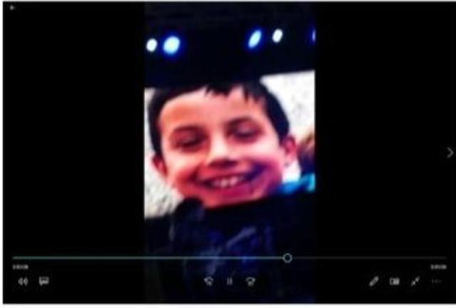 El rostro del pequeño también apareció en las pantallas
