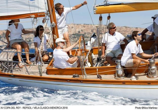 Felipe VI, a bordo del Giraldilla (Foto: Vela Clásica Menorca)