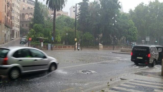 En estos momentos está activada la alerta naranja en Mallorca y Menorca por lluvias y tormentas (Archivo)