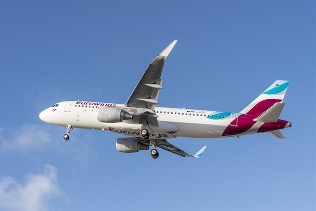 Tras el impacto, los pilotos decidieron hacer revisar la aeronave por razones de seguridad (Foto: Europa Press)
