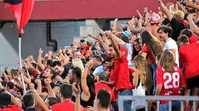 Tan solo 5000 aficionados han presenciado el envite desde el estadio debido al horario (Foto: RCDM)