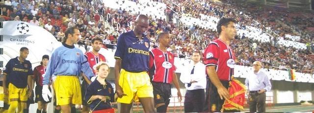 Ambos equipos botando al verde de Son Moix aquel inolvidable 11 de septiembre de 2001