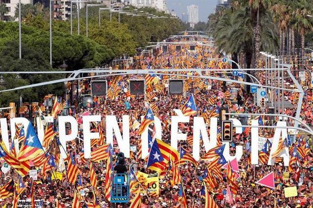 Un total de 38 tramos con ciudadanos con camisetas, 'estelades' y 'senyeres'