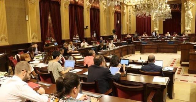 Imagen del pleno de este martes (Foto: Twitter Parlament Balear)