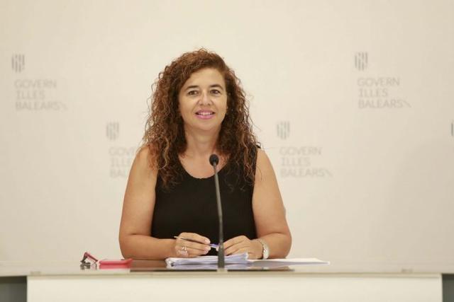La portavoz del Govern, Pilar Costa, este viernes en plena rueda de prensa (Foto: CAIB)
