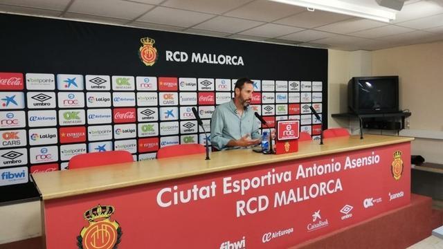 El entrenador valenciano, este viernes, en rueda de prensa (Foto: RCDM)