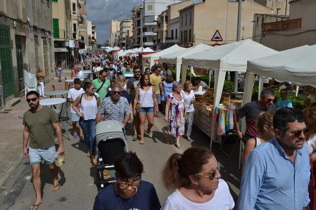 Miles de persona han llenado las Avingudes (Foto: Aj Manacor)