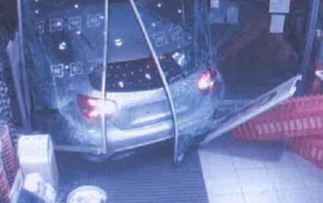 El detenido utilizaba los coches para realizar los alunizajes que después le permitían perpetrar el robo (Foto: Policía)