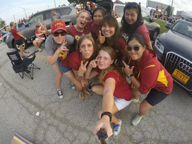 Celia Barquín con sus compañeras de universidad en EEUU (Foto: Facebook)