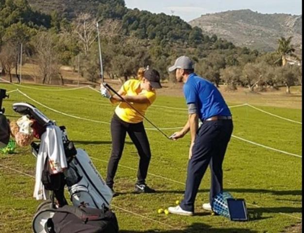 La joven golfista asesinada, Celia Barquín, en una sesión de entrenamiento (Foto: Facebook)