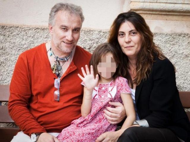 Fernando Blanco y Margalida Garau sujetando a la pequeña Nadia (Foto: Archivo)