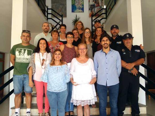 Foto de familia con los participantes y organizadors junto al alcalde y la regidora (Foto: Aj Ses Salines)