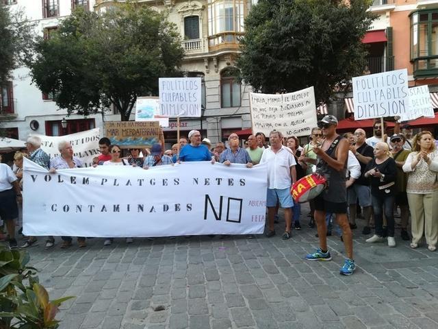 Algunos de los asistentes, esta tarde, en plena manifestación (Foto: Europa Press)
