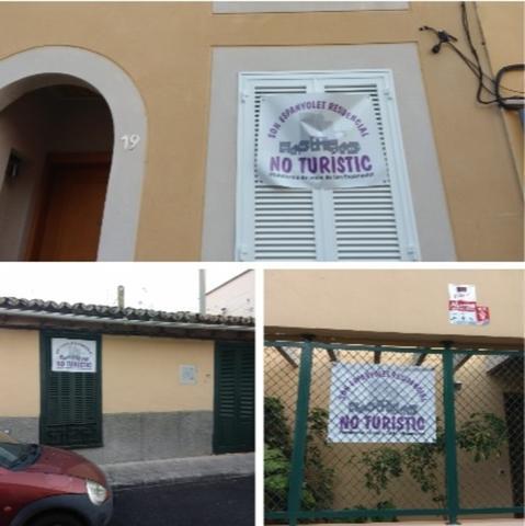 Diferentes viviendas en Son Espanyolet con los carteles en contra del alquiler turístico Foto: María Jesús Almendáriz)