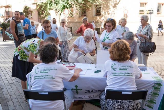 Se han recogido firmas en siete hospitales de Balears (Foto: AECC)