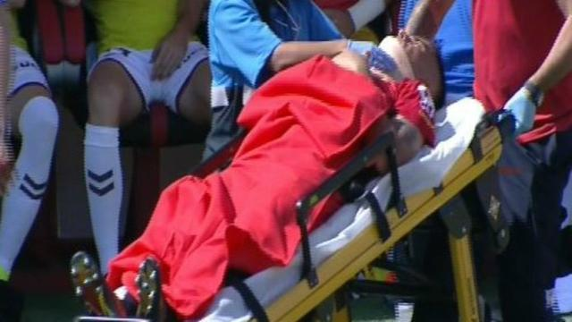 El capitán barralet fue retirado con collarín en camilla