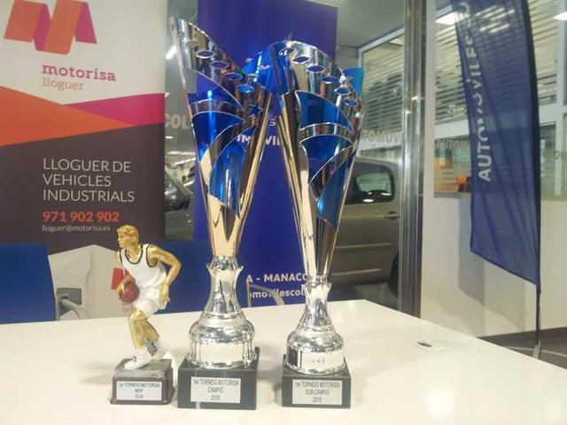 El trofeo MVP, el del campeón y el del subcampeón (Foto: TMJ)